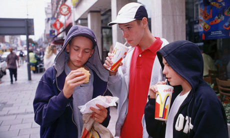 Adolescents-eating-junk-f-008.jpg